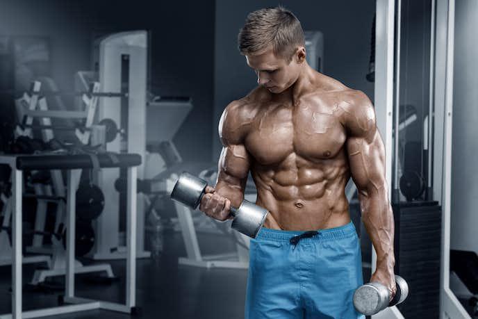 ダンベルカールは逞しい二の腕を作る筋トレメニュー