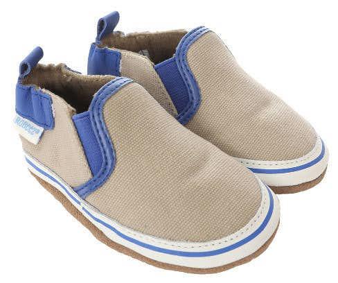 男の子の出産祝いのプレゼントはロビーズの靴
