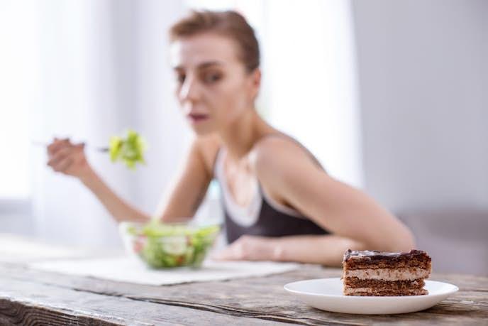 過度に栄養が偏っている女性