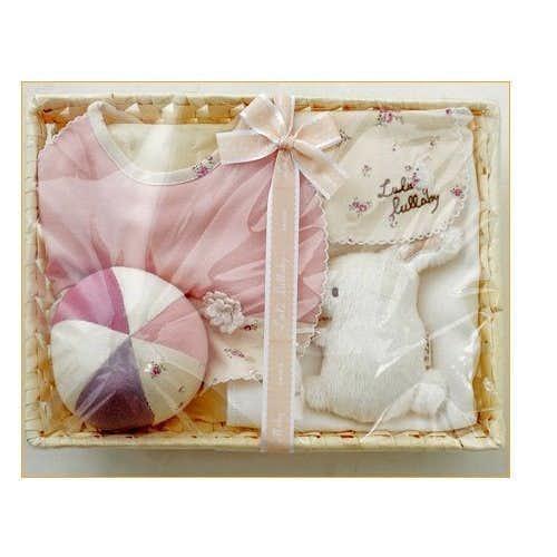 女のお個の出産祝いのプレゼントは小花柄のギフトセット