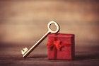 クリスマスプレゼントで彼女に贈るべきブランドキーケース特集 | Smartlog
