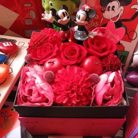 女性への1万円以下のプレゼントは、ミッキーとミニーのボックスフラワー