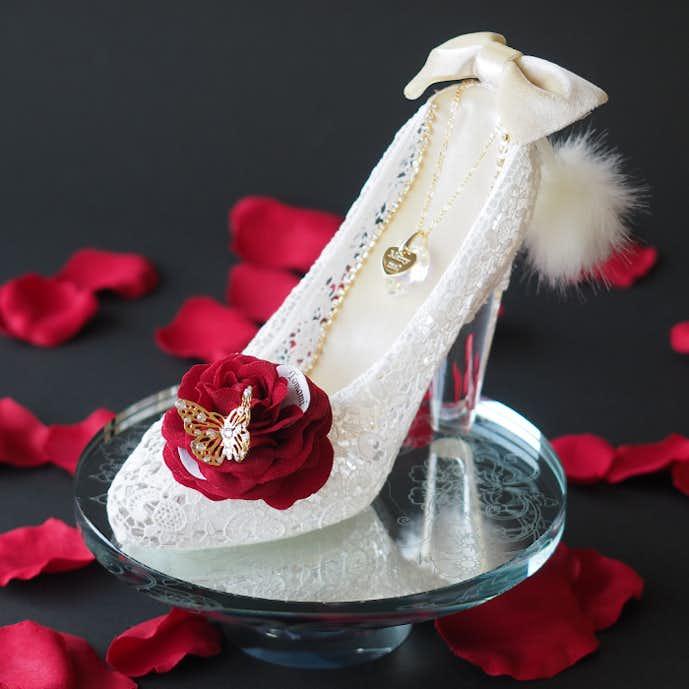 クリスマスプレゼントにおすすめの花はシンデレラのガラスの靴とバラ