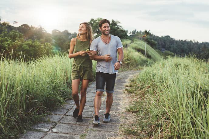 高身長女子の魅力で、男性が歩幅をほとんど合わせる必要がない