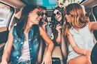 キョロ充の意味とは│人の目を気にする男女の特徴とキョロ充を脱する方法 | Smartlog