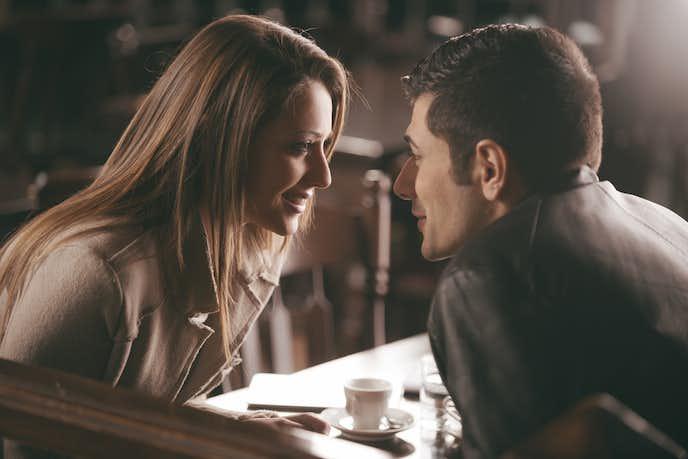 彼氏が彼女にキスしたいと思う瞬間は、じっと見つめ合った時