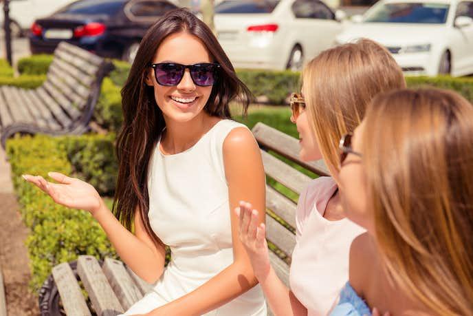 マウンティング女子の女友達の対処法は、ひたすら聞いて、適度に褒める