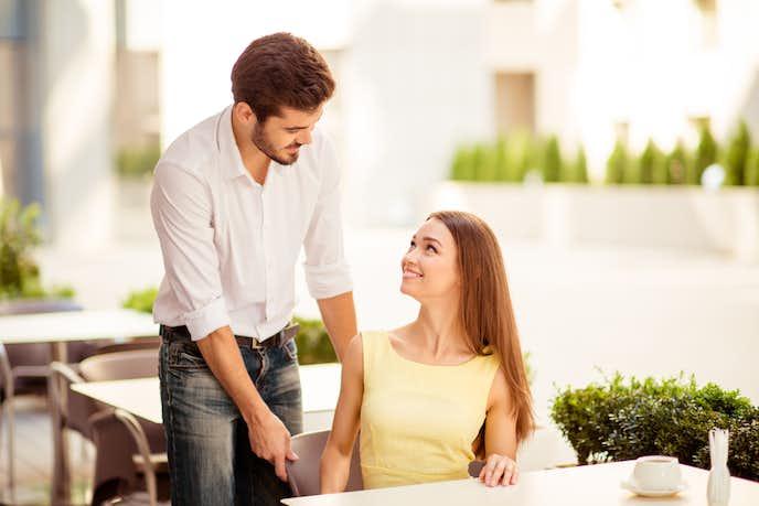 強い男になる方法で、女性の前では紳士のように振る舞う