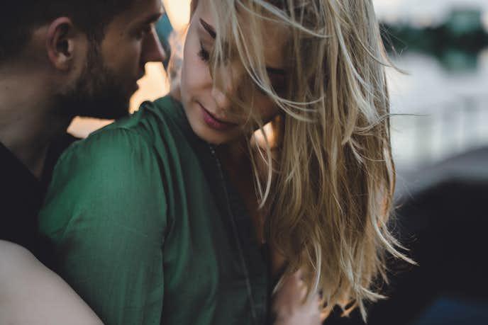 好きじゃない異性と付き合うデメリットは、相手の愛が強すぎて、束縛されることもある
