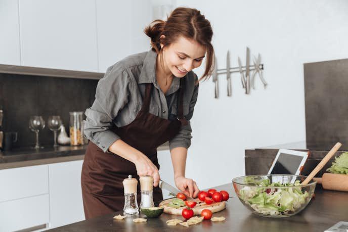 年下男性が好きになる年上女性の特徴で、家事・料理は一通りできる