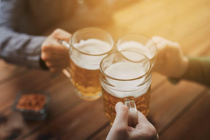 乾杯のビールを楽しんでみて