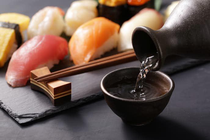 高級日本酒を飲む人