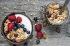 【朝の強い味方】美味しいグラノーラのおすすめ15選。栄養満点で人気商品特集 | Smartlog
