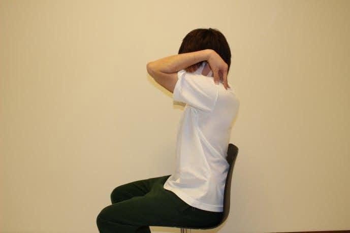 棘上筋の効果的なストレッチメニュー