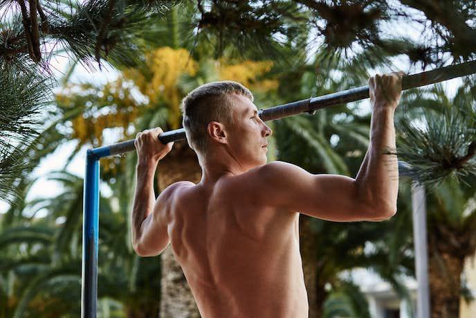 前腕筋の筋トレメニュー「懸垂(チンニング)」