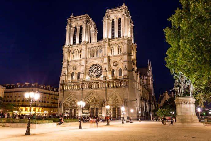 パリのおすすめの観光スポットにノートルダム大聖堂