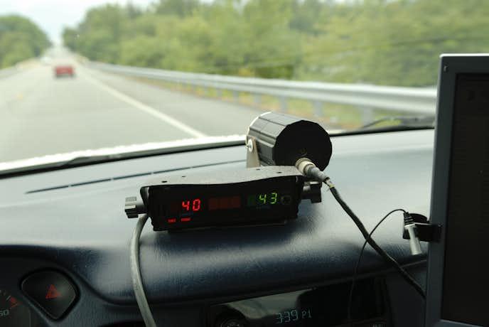 軽自動車にレーダー探知機を置いている人
