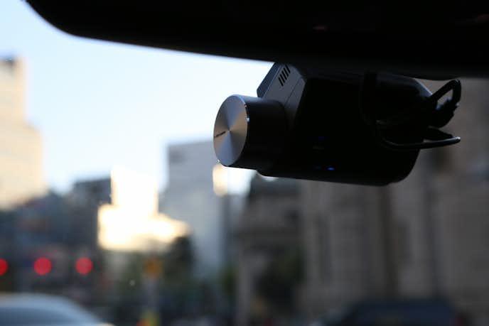 軽自動車にレーダー探知機しを置いている