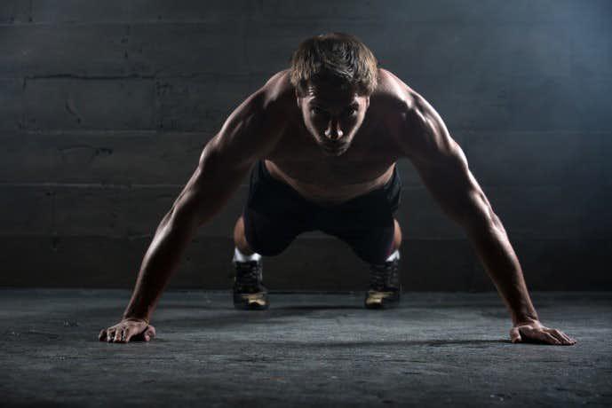 上腕三頭筋トレーニングに効果的なメニュー「ヒンズープッシュアップ」