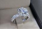 婚約指輪の値段相場とは?費用や20代・30代・40代に人気のブランドを大公開! | Smartlog