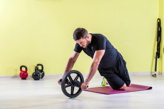 腹筋をバキバキに割るための筋トレ「腹筋ローラートレーニング」