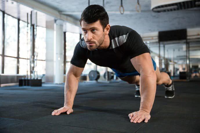 前腕筋を鍛えられるとレーニングメニュー「指立て伏せ」