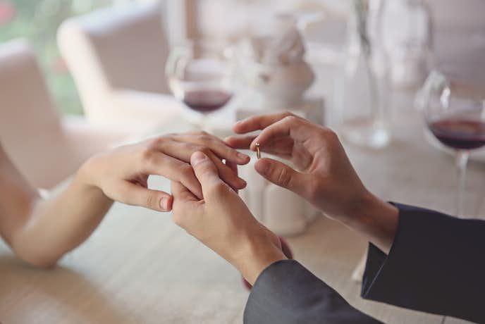 プロポーズでプレゼントする婚約指輪