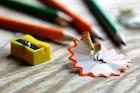 【タイプ別】鉛筆削りのおすすめ15選。電動・手動・携帯タイプで人気の一台とは | Smartlog