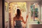 恋愛に奥手な女性の特徴とは?脈あり/脈なしサインを見抜く方法を解説 | Smartlog