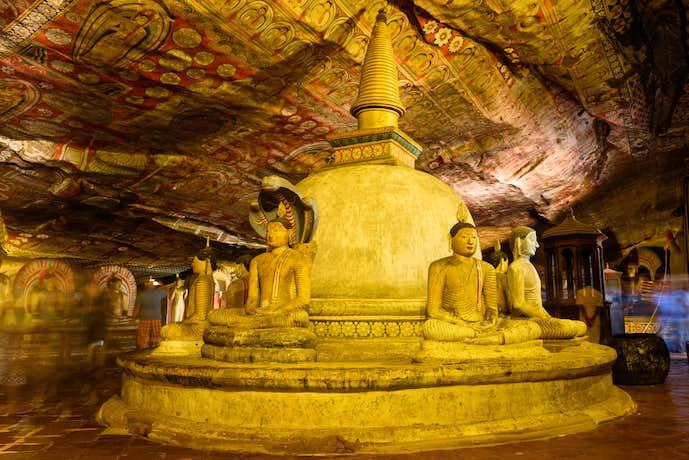 スリランカの定番スポット「ダンブッラ石窟寺院」