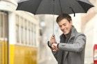 【メンズ&レディース】人気ブランドのおすすめ折りたたみ傘15選。安い・軽いおしゃれな一本とは   Smartlog