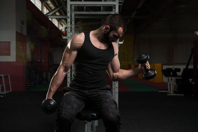 上腕二頭筋の効果的に鍛えられるダンベルトレーニング.jpg