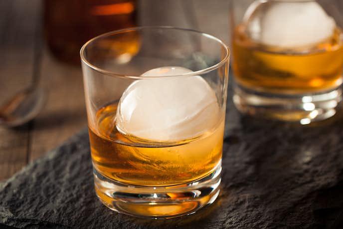 ウイスキーの飲み方「ロック」