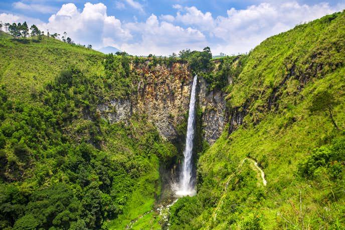 インドネシアでおすすめの観光地はシピソピソの滝