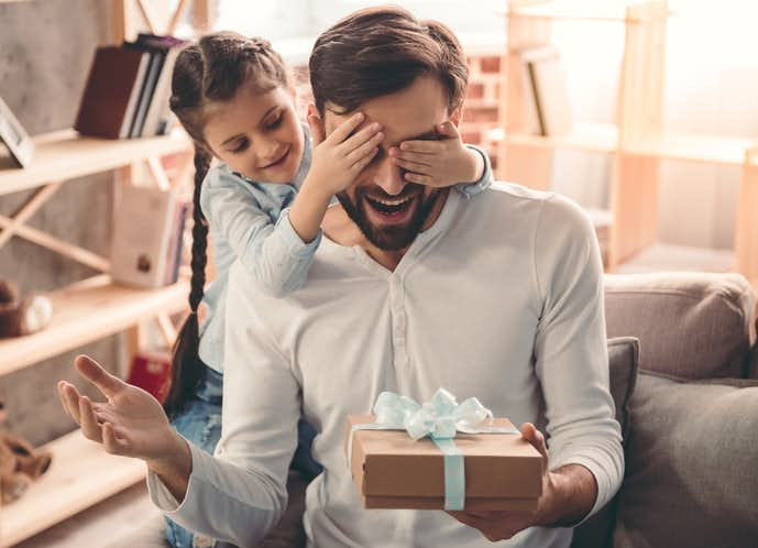 男性がもらって喜ぶようなプレゼントを贈ってみて