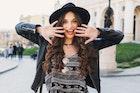 女性のお見合い服装コーデを画像で解説。世代で変わる好印象ファッションとは? | Smartlog