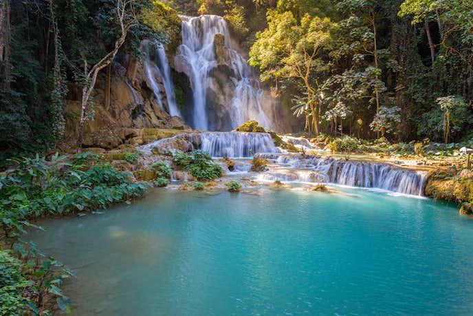 ラオスでおすすめの観光地はクアンシ―の滝