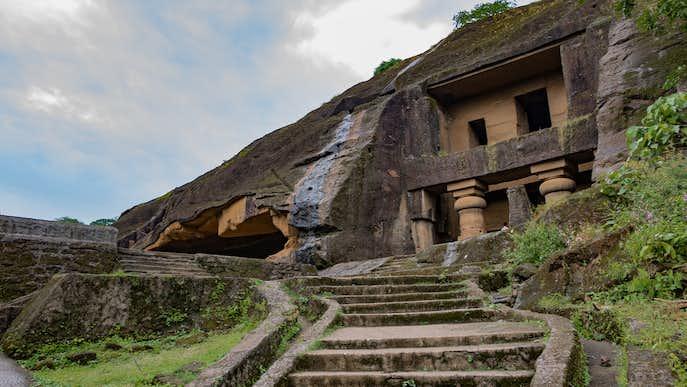 インドでおすすめの観光地はカンヘーリー石窟寺院