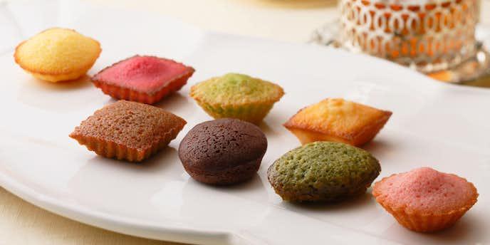 お菓子のお歳暮ギフトにおすすめのアンリシャルパンティエのプティ_ガトー_アソルティ.jpg