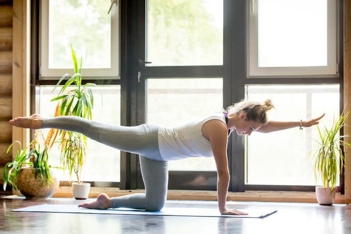 腸腰筋の効果的なトレーニング「ニートゥーエルボー」