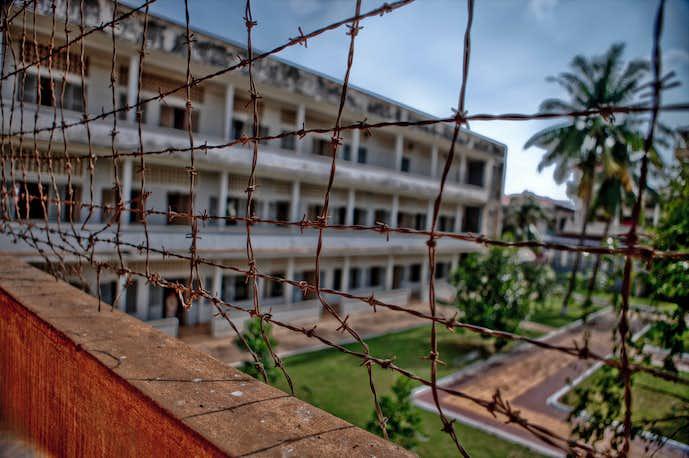 カンボジアでおすすめの観光地はトゥールスレン博物館