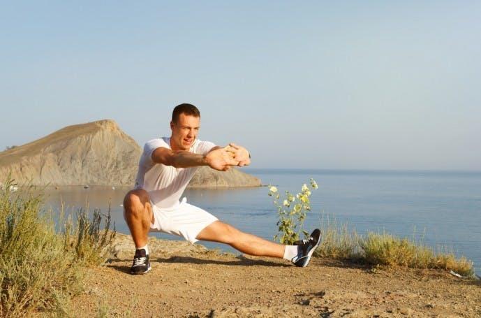 内転筋の効果的な鍛え方『サイドランジ』
