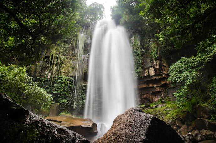 カンボジアでおすすめの観光地はチャンボックの滝