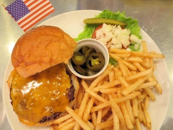 北千住ランチで訪れたいサニーダイナーのチーズバーガー