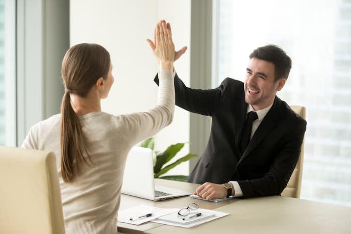 職場での恋愛のチャンスを掴んでみて
