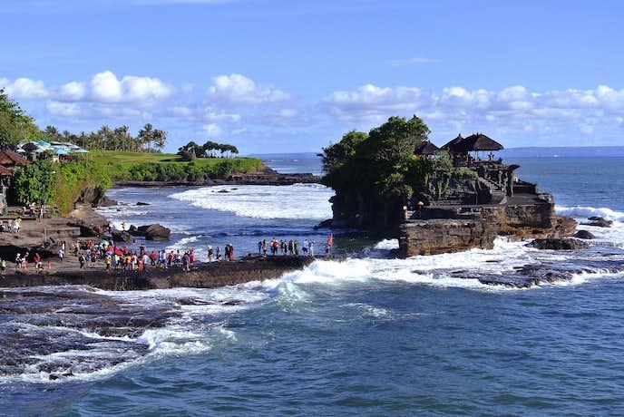 インドネシアでおすすめの観光地はタナロット寺院