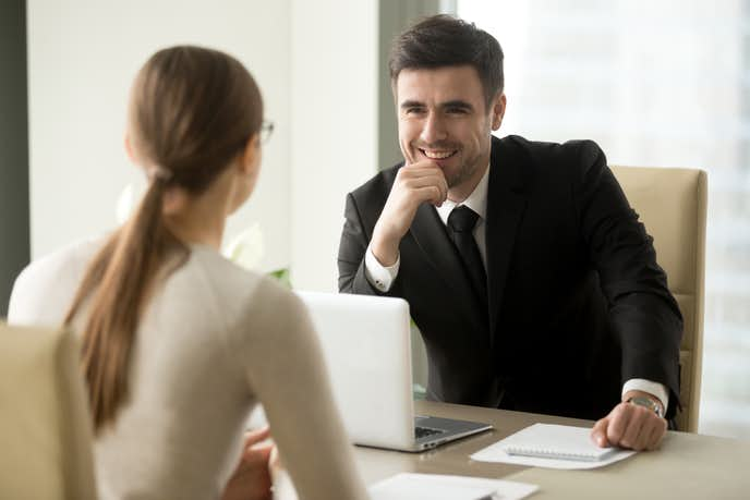 男性が職場にいる女性に見せる脈ありサインとは