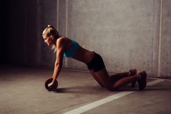 下腹部に効く筋トレ、腹筋ローラートレーニング