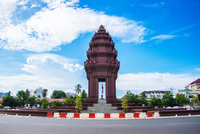 カンボジアでおすすめの観光地は独立記念塔