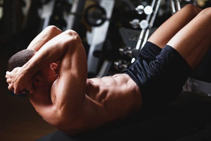 加圧シャツの効果を高める腹筋トレーニング「クランチ」